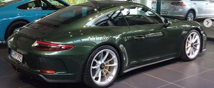Oak Green Metallic 2018 Porsche 911 GT3 Touring Package Was Born A Classic Autoevolution