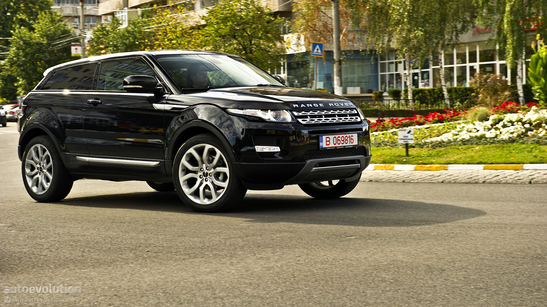 Range Rover Evoque Coupe Review autoevolution