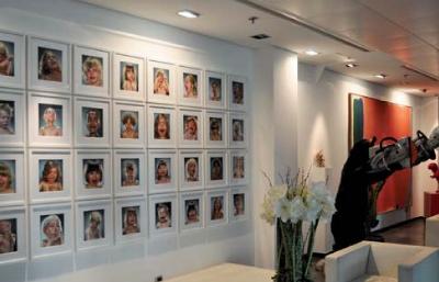 la collection de jacques antoine granjeon orne les bureaux de l entreprise qu il a fondee vente privee com