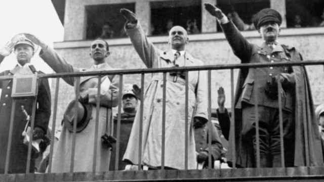Adolf Hitler da el visto bueno a la competición.