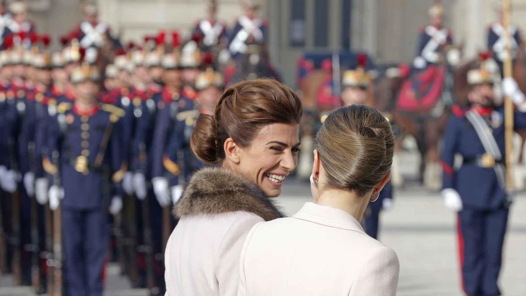 Risas y confidencias entre las primeras damas.
