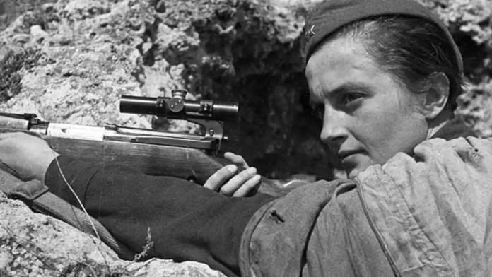 Liudmila Pavlichenko, una de las mujeres francotiradoras rusas más conocidas popularmente