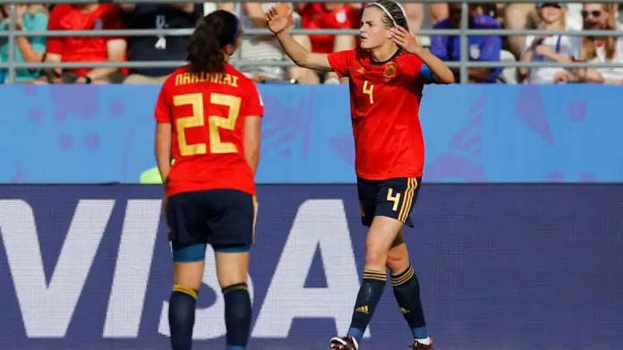 Irene Walls and Nahikari Garcia reacts to the second penalty in the united States