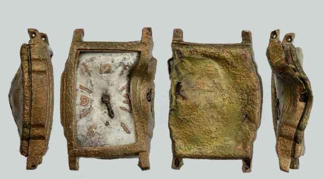 Un reloj de pulsera encontrado durante las excavaciones.