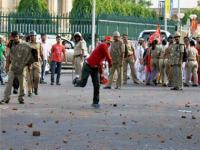 SP, BJP workers clash in UP over rail fare hike