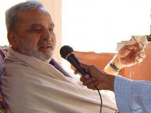 'NaMo Brigade' send Ananthamurthy travel itinerary to leave country
