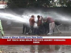 BJP stages protest outside Rahuls residence over Virbhadra Singh