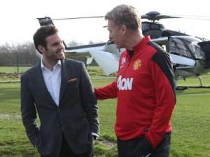 Moyes welcomes Juan Mata as he arrives in Manchester for medical
