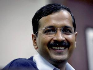 Kejriwal expels two leaders Aruna Singh, Ashok Kumar for fraud