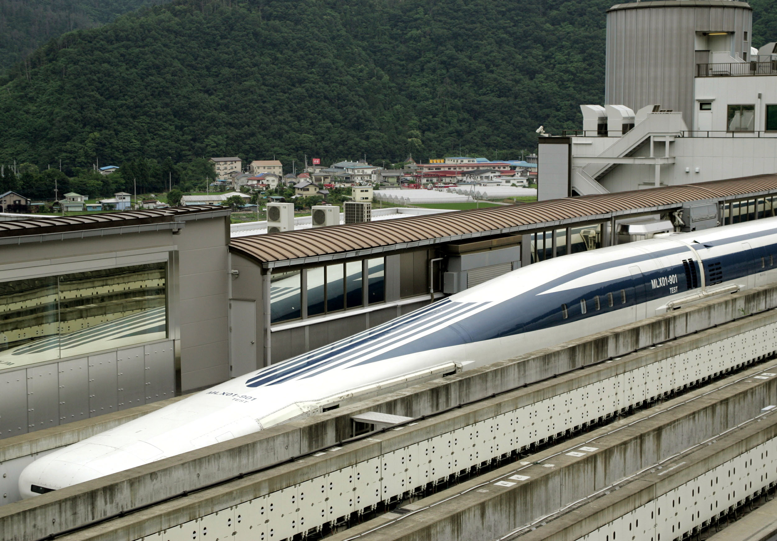 Japan S Maglev Bullet Train Sets New Speed Record At 590 Km H