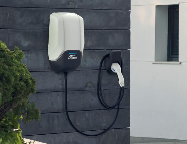 Ford Electrifies North America: Offers 12,000 Electrical Charging Stations Free For Two Years
