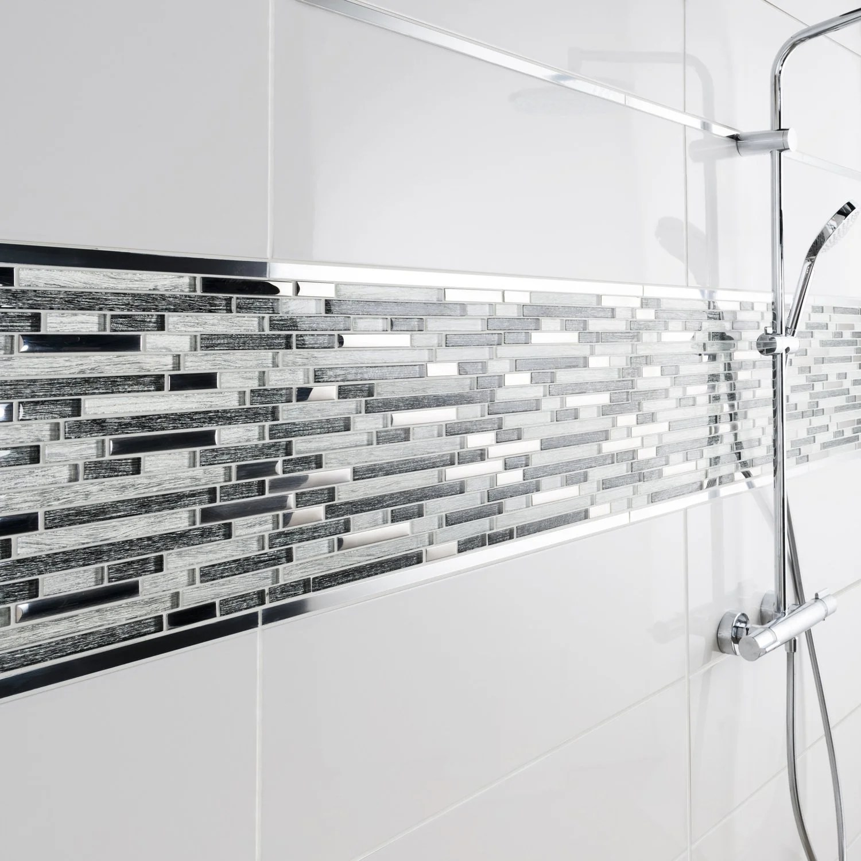 Un Effet Frise De Mosaique Pour Couvrir Les Murs De Votre Douche Leroy Merlin