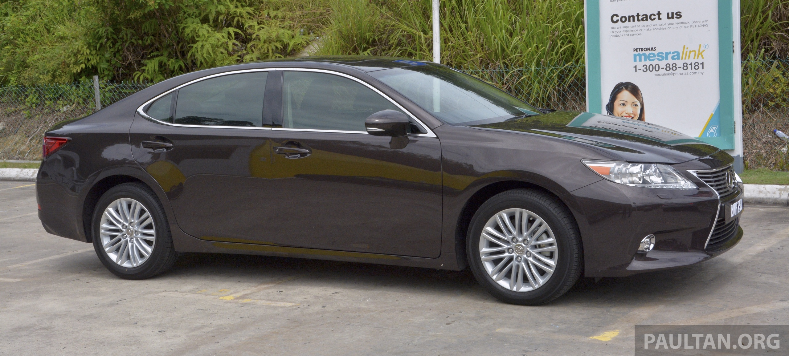 DRIVEN 2013 Lexus ES 250 and 300h sampled Image