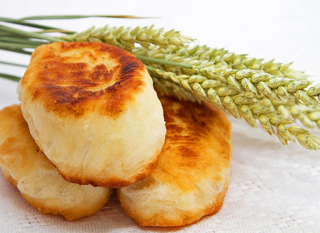 8c5a55e7521ff4e56b2ce9adf5c09535 02 pirozhki s kapustoy - Fried pies with cabbage: the recipe in the pan