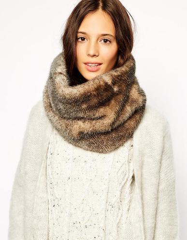 541a35886b54c705a425a9ddc877dc30 asoso1 - 7 ways to wear a scarf