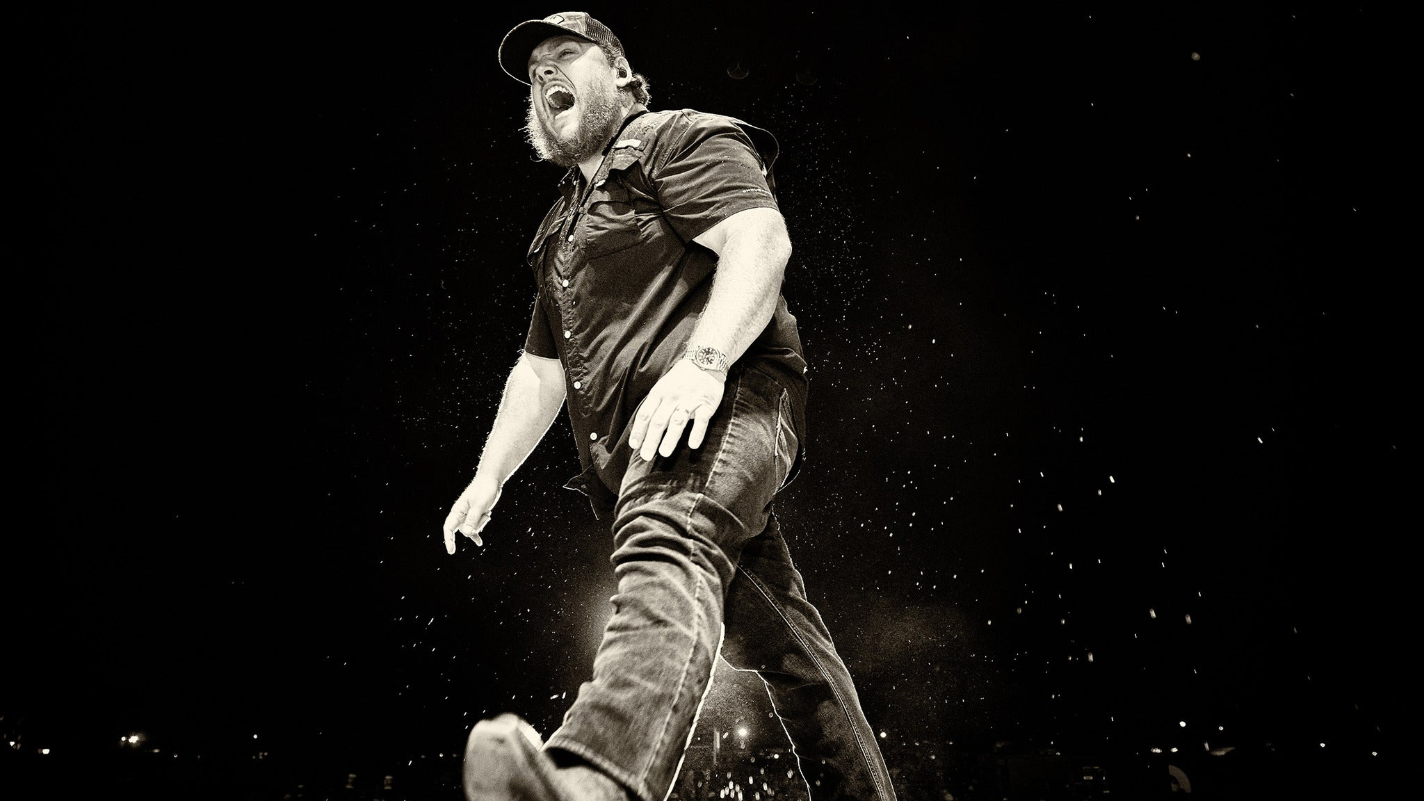Luke Combs Canadian Tour 2022 presale passcode for performance tickets in Toronto, ON (Scotiabank Arena)