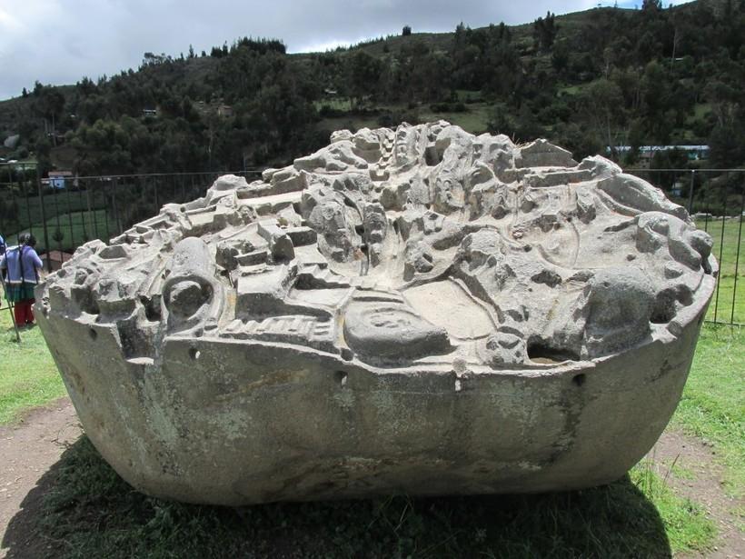 Камень Сайвит в Перу: историки до сих пор не знают, кто и зачем вырезал на нем город