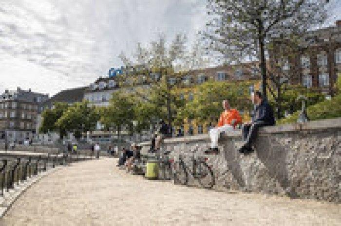 Фотографы из Дании показали, как легко медиа могут манипулировать нашим мышлением