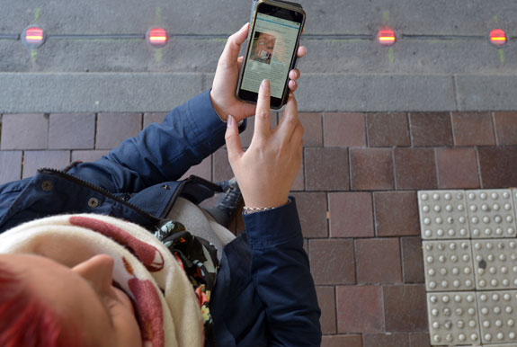 A texter using the German crossing signal