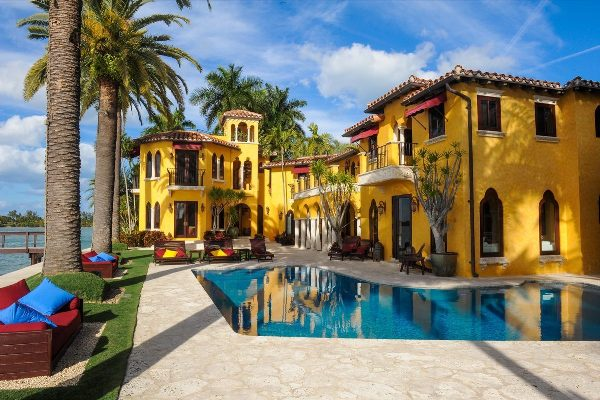 The island residence Enrique Iglesias once called home (Credit: Curbed Miami)