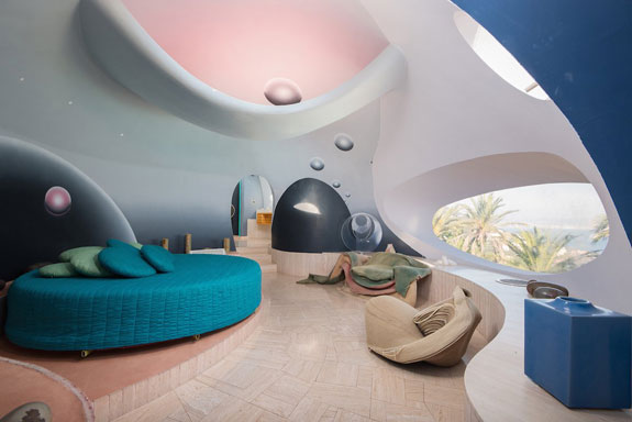 one-of-10-suites-designed-by-contemporary-too-where-theres-a-round-bed-and-circular-window