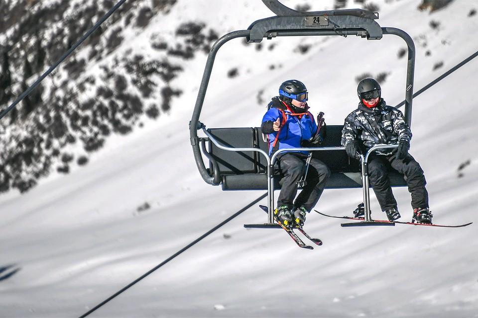 Ngày lễ mùa đông trong khu nghỉ mát trượt tuyết.