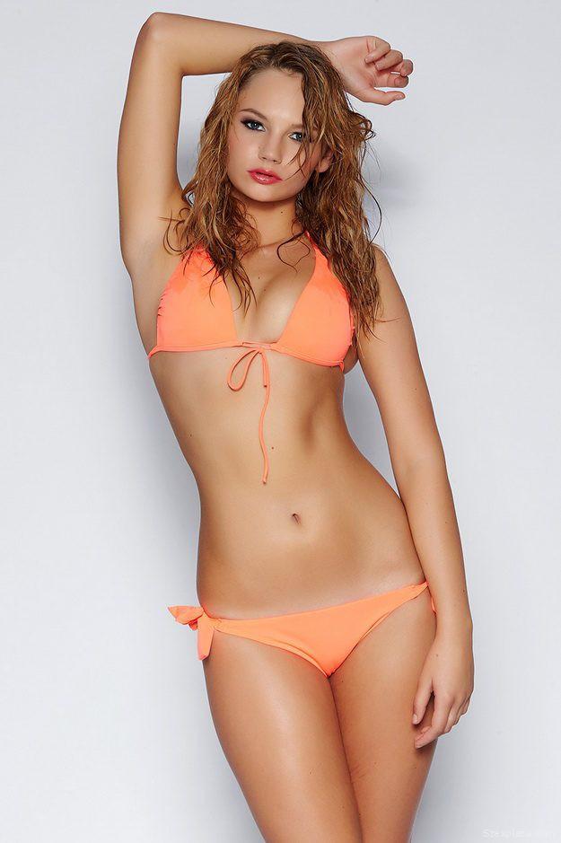 kalnoki-laura-bikiniben
