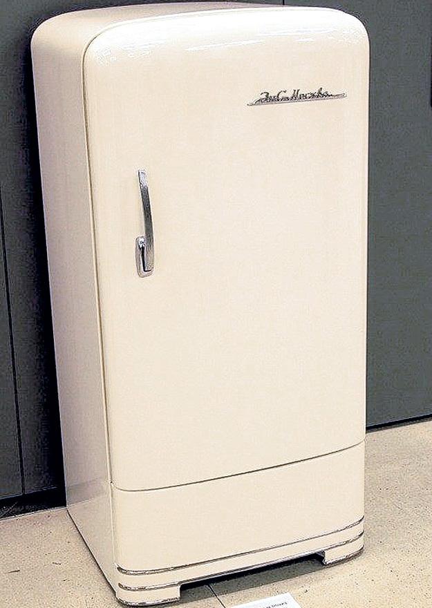 «ЗиС» стал первым советским холодильником компрессионного типа - в них циркуляция хладагента происходит принудительно, за счёт компрессора