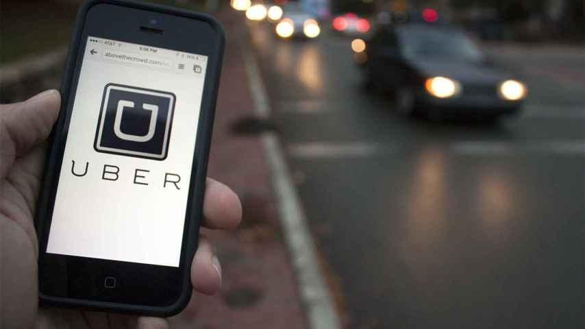 Usuario utilizando la aplicación de Uber
