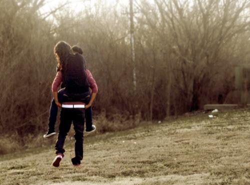 https://i2.wp.com/s2.favim.com/orig/33/boy-couple-cute-girl-piggy-back-Favim.com-266440.jpg