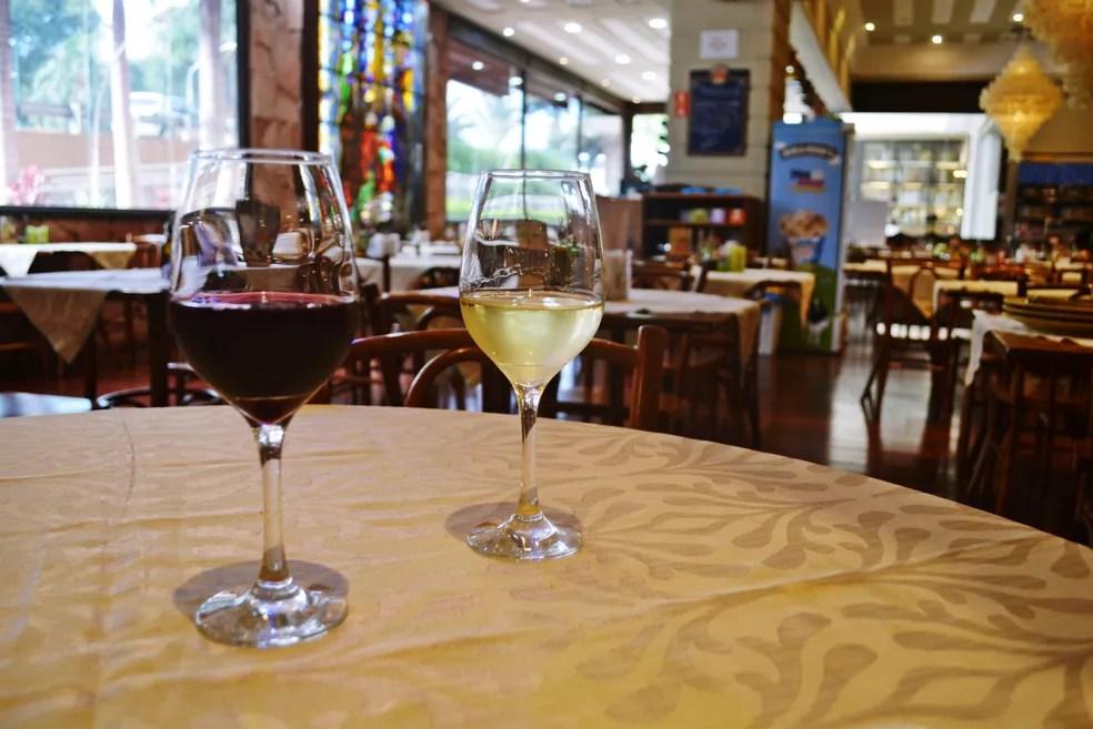 Vinho tinto e branco — Foto: Samantha Silva/G1
