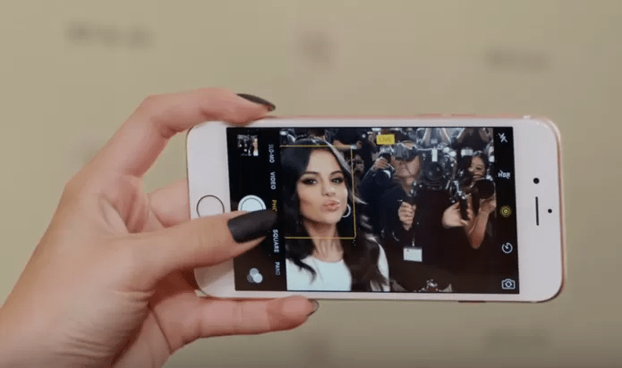 iPhone 6S tem câmera frontal de 5 megapixels e Retina Flash (Foto: Reprodução/Apple)