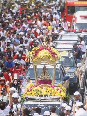 Traslado para Ananindeua é a mais longa procissão da festa. (Foto: Igor Mota/ Amazônia Jornal)
