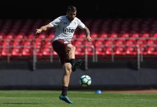 Lucas Pratto em treino do São Paulo no Morumbi, no último sábado: argentino vive jejum de gols (Foto: Rubens Chiri / saopaulofc.net)