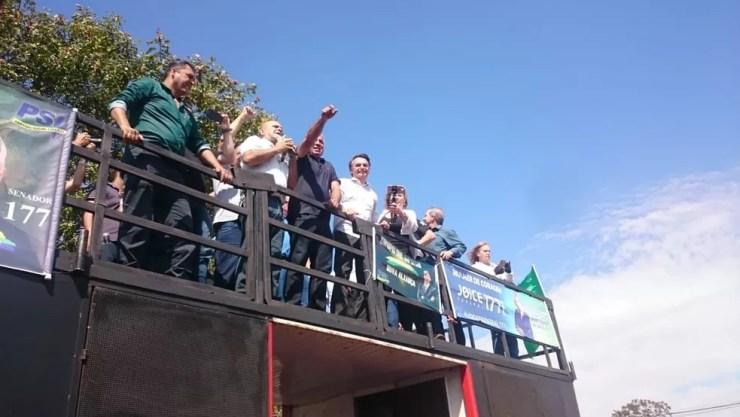 Bolsonaro discursou em um carro de som ao chegar a São José do Rio Preto (Foto: Marcos Lavezo, , G1 São José do Rio Preto)