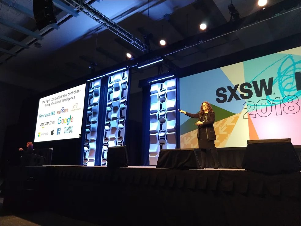 Amy Webb apresenta as empresas mais importantes no mercado de Inteligência Artificial (Foto: Luiza Baptista)