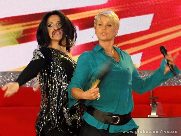 Xuxa dança ao lado de presença especial (Foto: TV Xuxa / TV Globo)