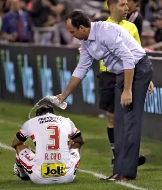 Rogério Rodrigo Caio São Paulo River Plate (Foto: Chris O'Meara/AP)