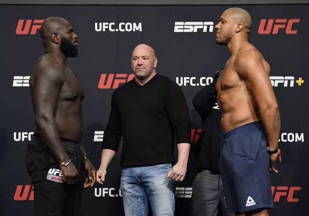 Protagonistas do evento desta noite somam, juntos, menos de 20 lutas de MMA — Foto: Jeff Bottari/Zuffa LLC/Getty Images