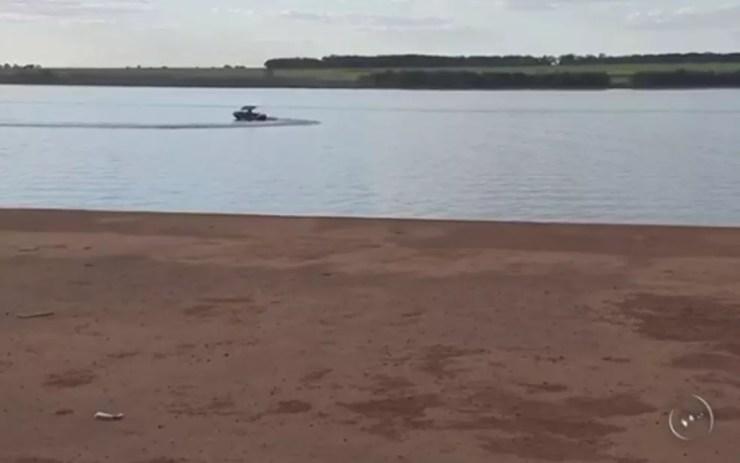 Três pessoas morrem afogadas no rio Tietê em Araçatuba (Foto: Reprodução/TV TEM)