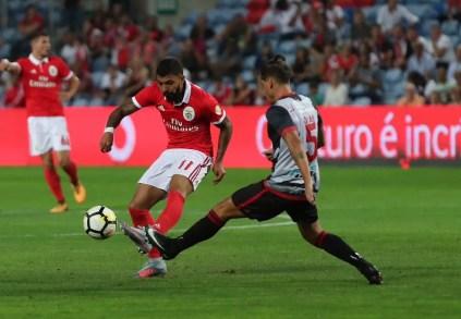 Gabriel em ação pelo português Benfica (Foto: Divulgação / Twitter)