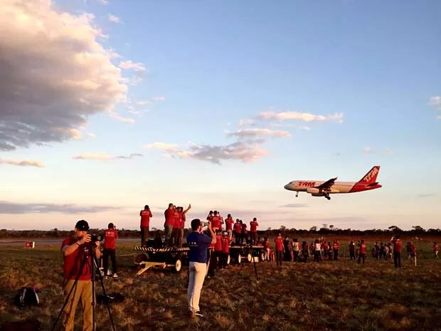 """Fotógrafos participam da segunda edição do """"Spotter Day"""" do Aeroporto de Brasília (Foto: Inframerica/Divulgação)"""