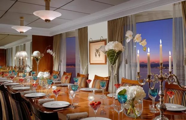 A suíte também conta com uma sala de jantar enorme e com os serviços de um chef exclusivo (Foto: Divulgação/Hotel President Wilson)