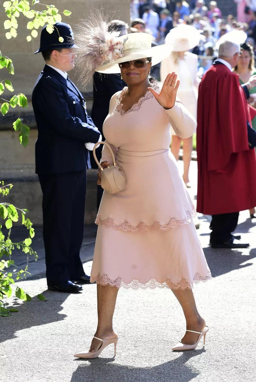 Oprah Winfrey chega à capela de São Jorge, no Castelo de Windsor, para o casamento de Harry e Meghan (Foto: Ian West/pool photo via AP)