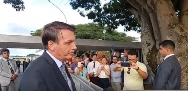 Presidente Jair Bolsonaro durante entrevista à imprensa na portaria do Palácio da Alvorada — Foto: Reprodução/Redes sociais