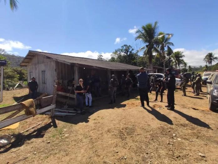 Casa onde trabalhadores viviam foi abandonada, diz polícia — Foto: PM/Divulgação