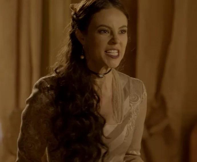 Melissa fica visivelmente nervosa com a revelação de Severa (Foto: TV Globo)