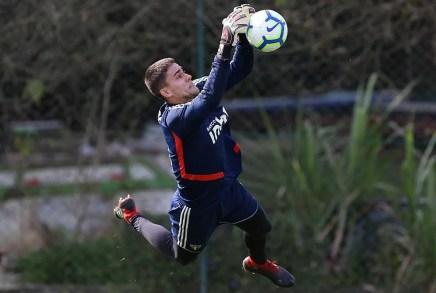 Denis Júnior é o terceiro goleiro do elenco profissional do São Paulo — Foto: Rubens Chiri/saopaulofc.net