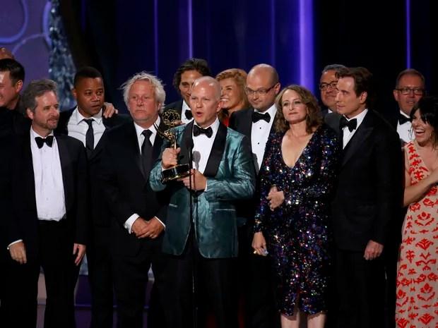 Ryan Murphy, criador de 'American crime story', recebe prêmio como melhor série limitada ou filme para a TV (Foto: Mike Blake/Reuters)