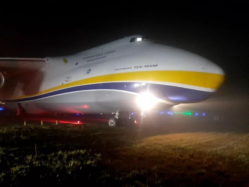 Avião cargueiro invade gramado do Aeroporto de Guarulhos durante pouso em SP — Foto: Divulgação